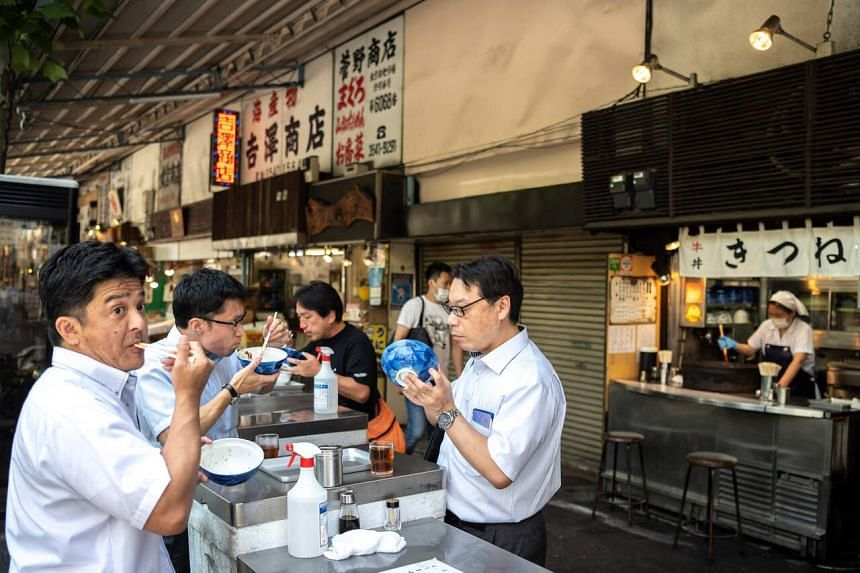 The new law aims to promote the use of biodegradable paper or wooden alternatives among retailers, restaurants and hotels.