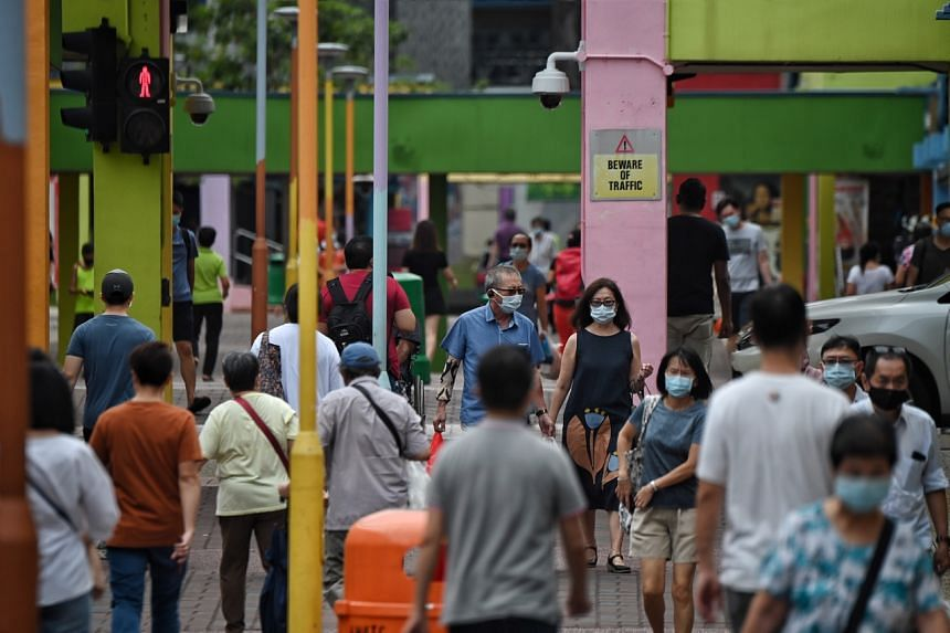 Singapore reports 4 new Covid-19 community infections, including 2 unlinked.