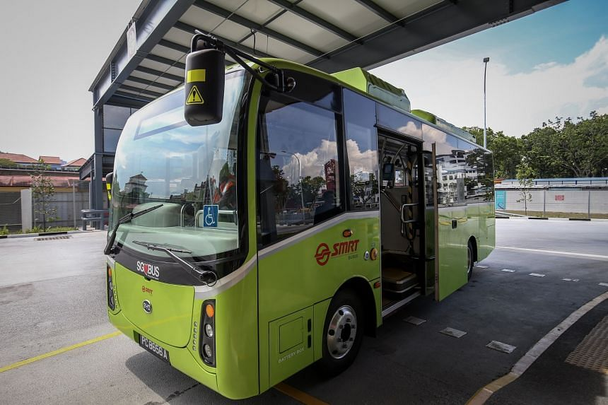 The men were working on a new BYD electric bus like this one, which can accommodate 19 seated and five standing passengers, plus one wheelchair bay. It was lifted by two car jacks. Commercial vehicles should be lifted with hydraulic jacks, said Singa