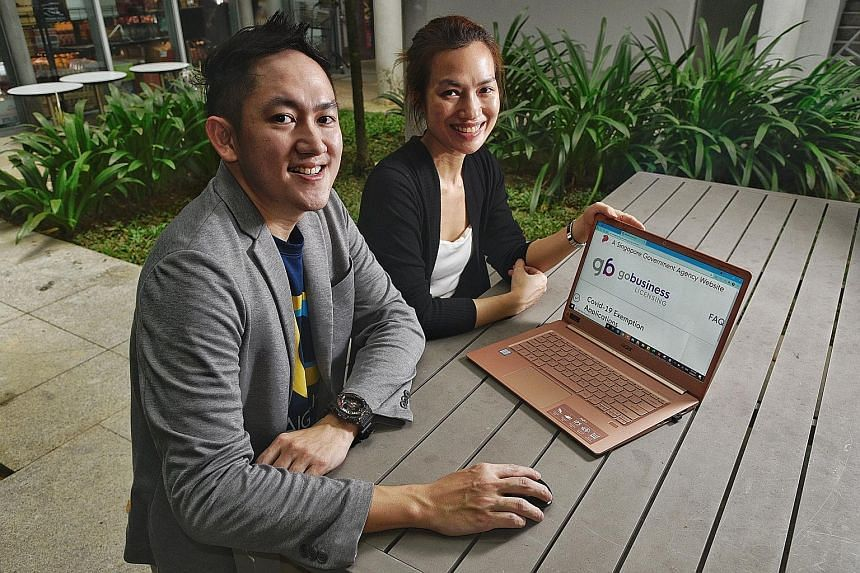 """Sing Swee Kee Chicken Rice's director of operations Eliss Pang (left) and brand manager Xian Xiuling. Ms Pang says the GoBusiness site helps business owners in the food and beverage industry as it can """"suggest"""" related licences they may not know are"""