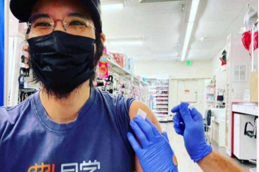While Wang Leehom wore a face mask in the photo, it did not cover his thick beard which had made news recently.