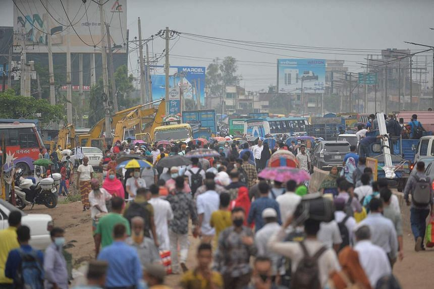 People leave the city to their hometowns ahead of the Eid al-Fitr festivities amid the Covid-19 coronavirus pandemic, in Dhaka on May 11, 2021.