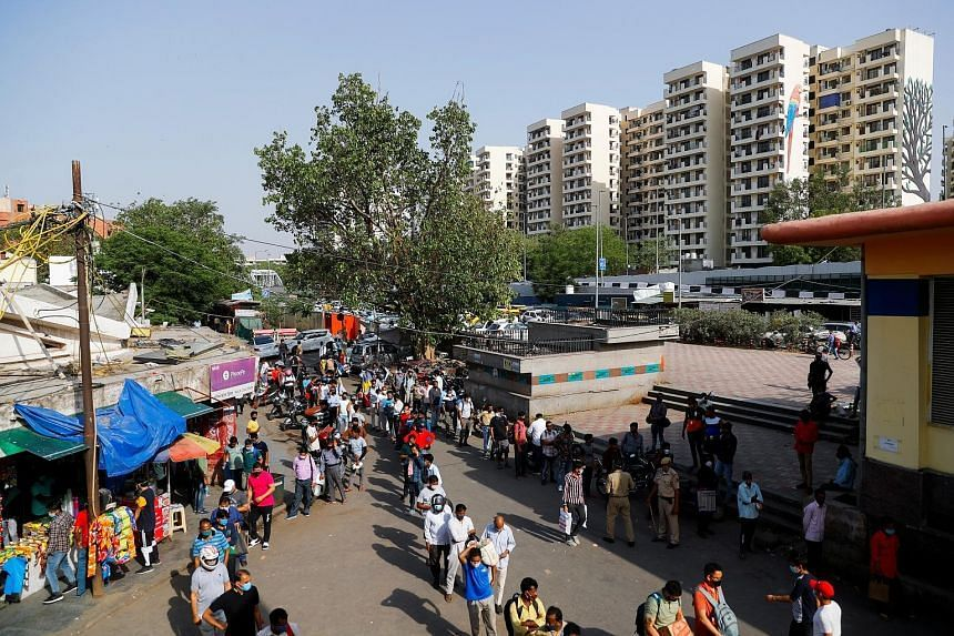 A queue for liquor after the Delhi government ordered a lockdown in the city, on April 19, 2021.