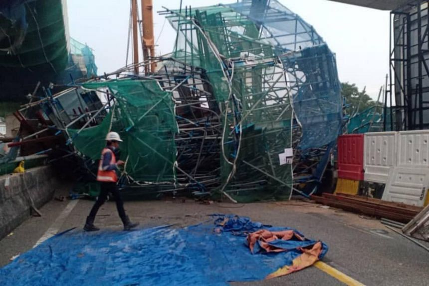 The two workers who were on duty underneath the 12 metre-tall construction site suffered light injuries.