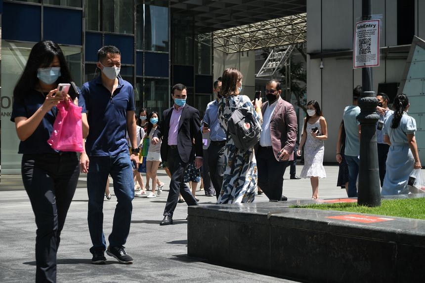 Census reports released this week indicate that Singapore's residents are now earning more, and at higher income brackets.