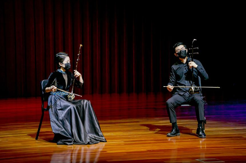 Mu Ruixue (left) and Li Yulong in Strings Of Elegance II by the Singapore Chinese Orchestra at the Singapore Conference Hall.