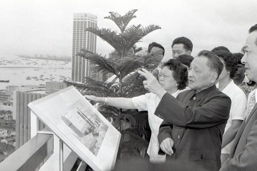 Deng Xiaoping views Singapore's city area and port in 1978. The visit left a deep imprint on him.