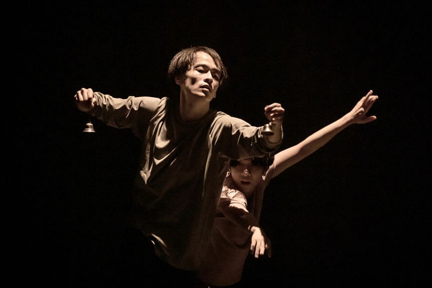The main company's performance InterBeing was a double bill by two guest choreographers.