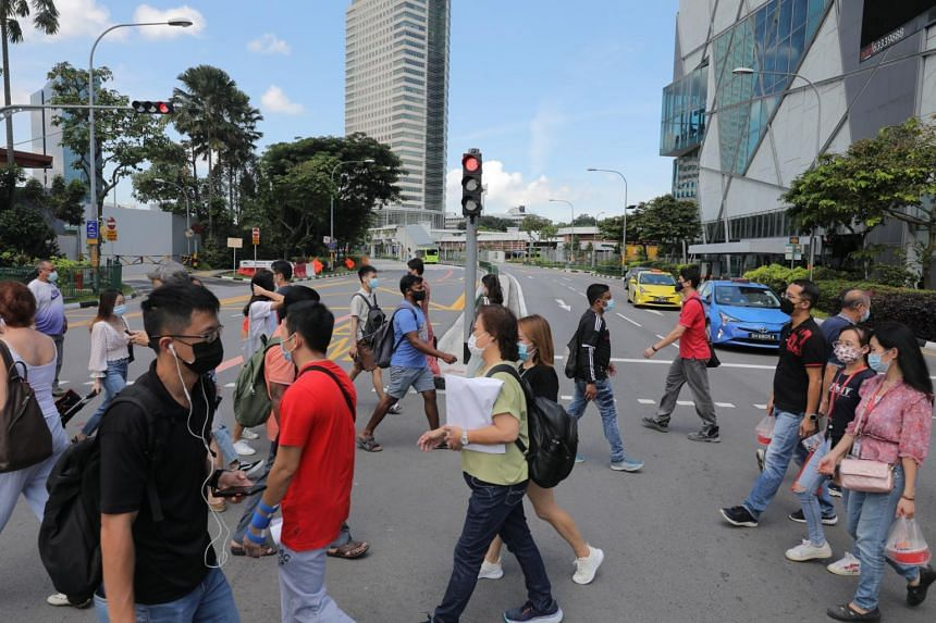 Unemployment among Singapore citizens dropped to 4 per cent in May, from 4.1 per cent in the preceding month.