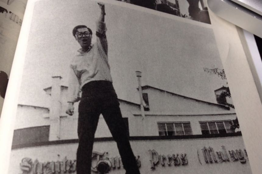 Mr Peter Yeo Toon Joo rousing strikers at Times House  in 1971.