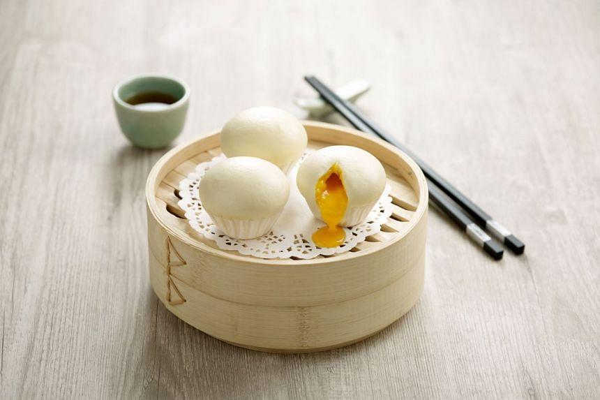 paradise teochew, steamed molten custard bun