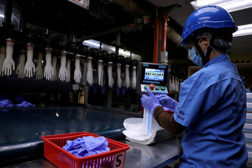 Global demand for medical gloves this year is expected to remain at 420 billion pieces.