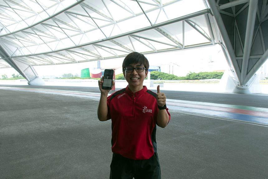 National para-powerlifter, Nur Aini Mohamad Yasli using the SDSC LIFE mobile application.