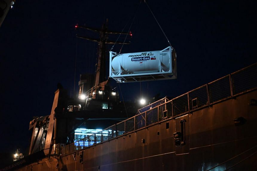 The ship carried two tanks with 40 tonnes of liquid oxygen,500 cylinders of oxygen and 570 oxygen concentrators.