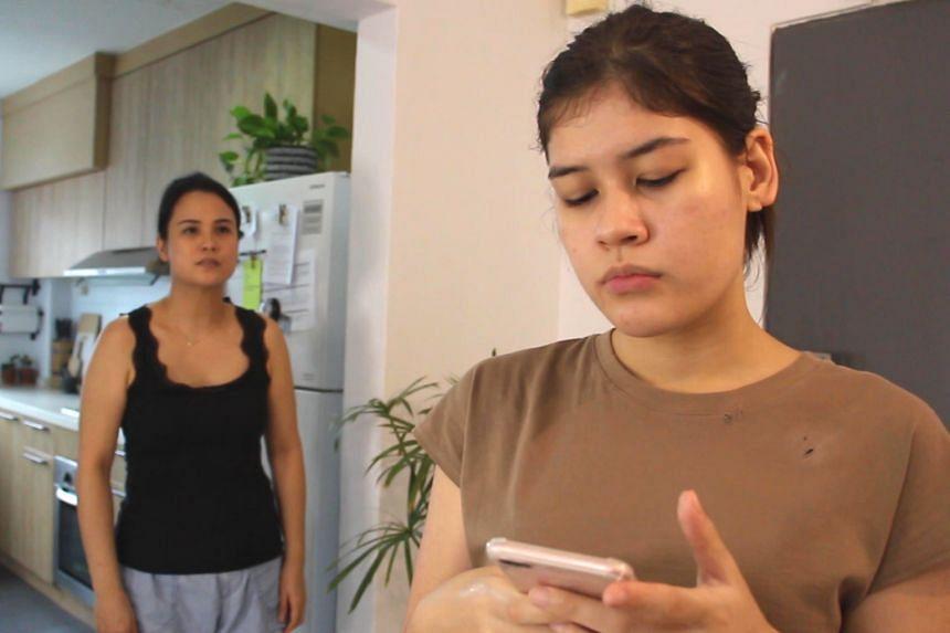 Isabella Chiam(left) andArielle Jasmine Van Zuijlen in (un)becomingat Festival of Women N.O.W.
