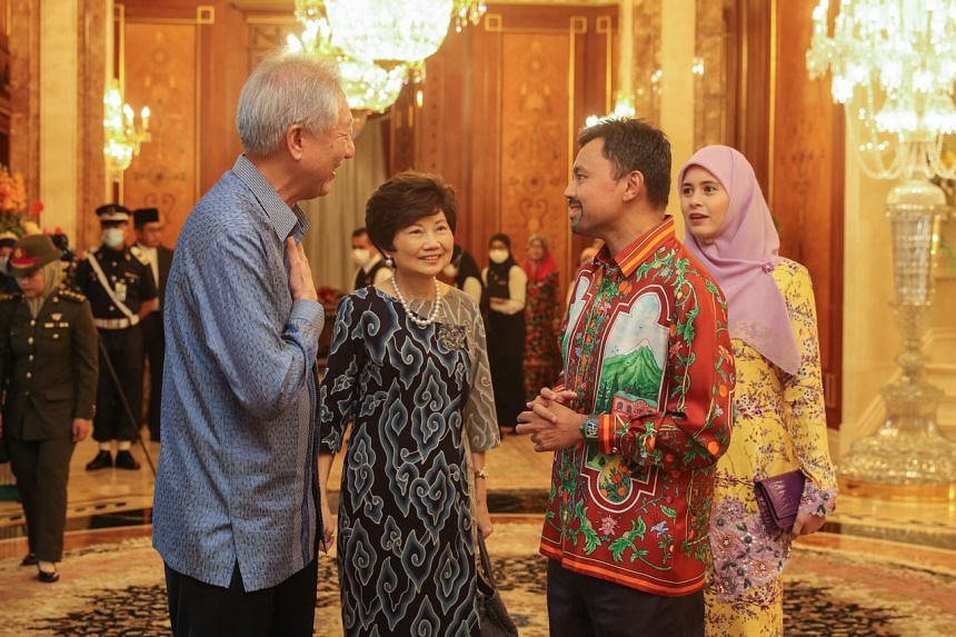 Senior Minister Teo Chee Hean and his wife Teo Poh Yim with Crown Prince His Royal Highness Haji Al-Muhtadee Billah and his wife, Her Royal Highness Pengiran Anak Isteri Pengiran Anak Sarah.