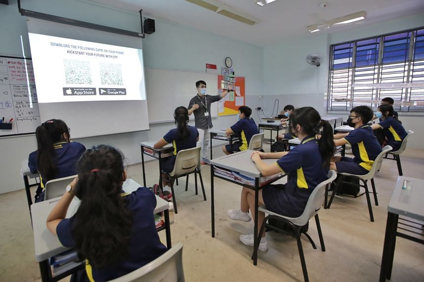A teacher introduces Guangyang Secondary School students to a new mobile game app developed by CPF on July 16, 2021.