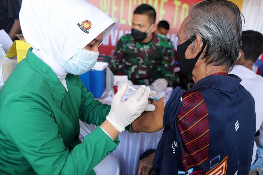 Indonesia's President Joko Widodo has called off a private Covid-19 vaccination plan.