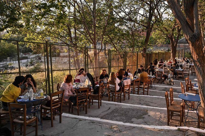 不打疫苗沒飯吃 希臘餐廳隻服務已接種者