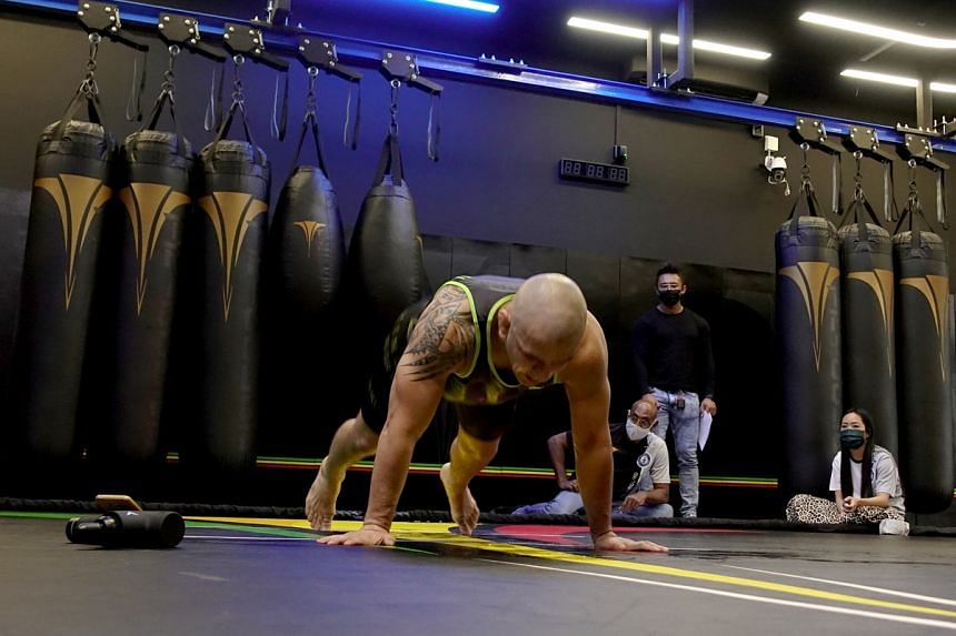 Cassiano Rodrigues Laureano had turned 35 on the day of the attempt, doing 951 burpees.