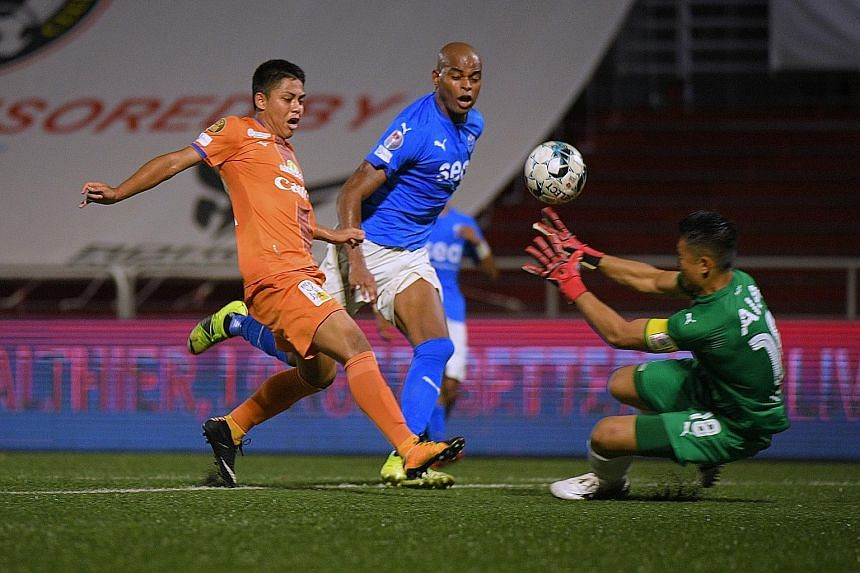 Albirex midfielder Nicky Melvin Singh fending off Sailors' defender Jorge Fellipe to get in a shot, which is saved by custodian Hassan Sunny.