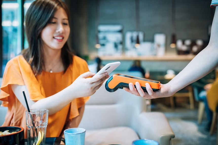 Contactless payment methods in Singapore include credit and debit cards, e-wallets, PayWave and PayNow.