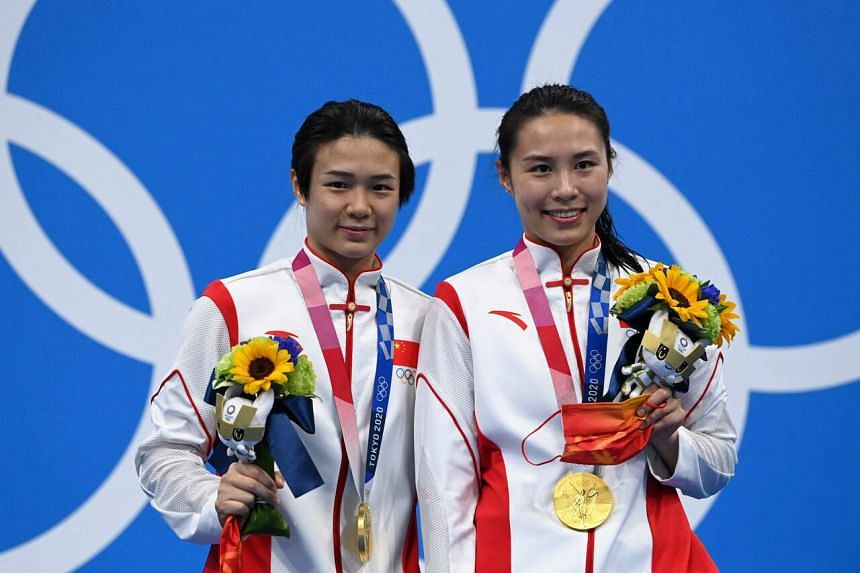 Shi Tingmao (left) and Wang Han claimed a dominant win in the women's synchronised 3m springboard.