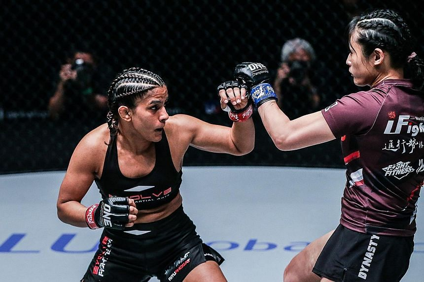 Ritu Phogat (left) fighting against Taiwanese Wu Chiao-chen at One: King of the Jungle in February 2020.