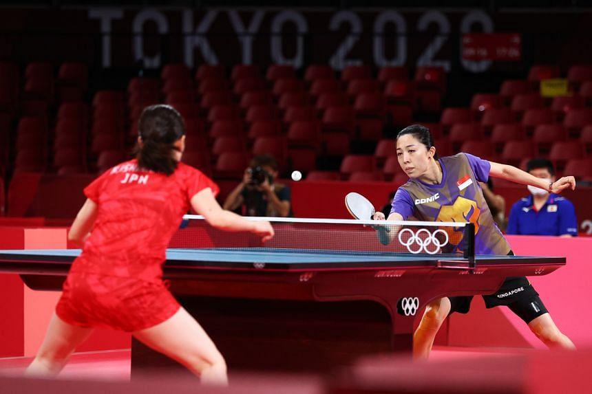 Yu Mengyu (right) in action against Japan's Kasumi Ishikawa at the Tokyo Metropolitan Gymnasium on July 28.