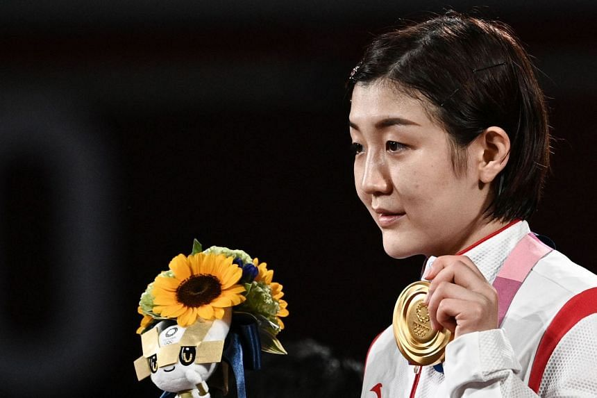 China's Chen Meng poses with her gold medal after winning the women's singles table tennis title.