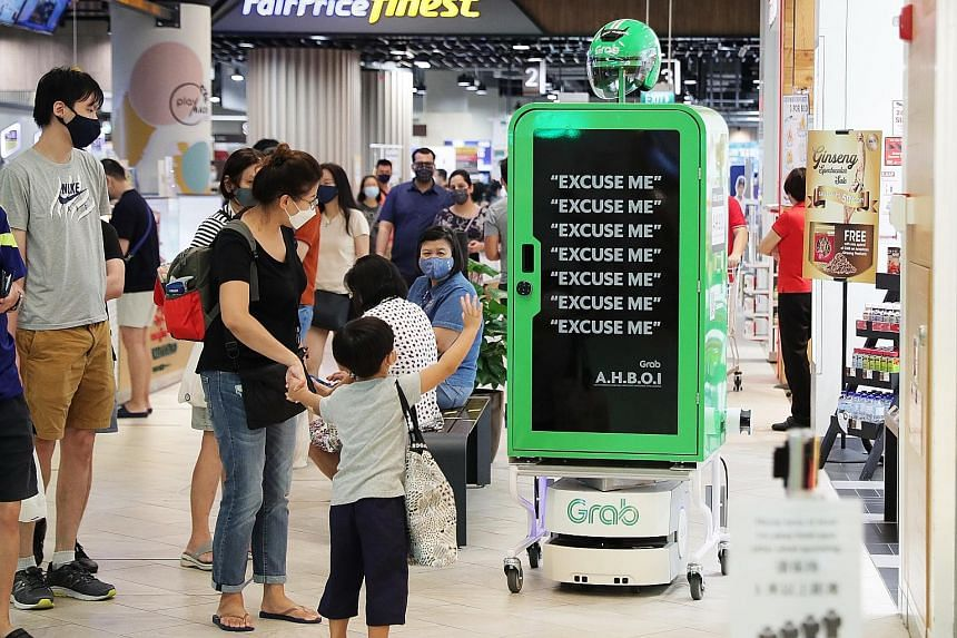 Grab Singapore's pilot robot runner. Experts say that in high-end manufacturing, Singapore leads in high-tech, industrial automation and biotech. It can be a potential second hub besides the US or Europe for these firms' diversification strategy. The