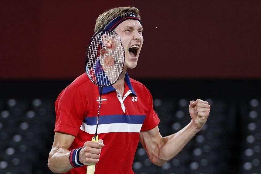 Viktor Axelsen beat China's Shi Yuqi 21-13, 21-13.