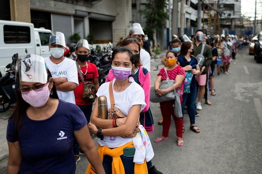 Filipinos queueing outside a mall in Manila for their vaccination shots on Aug 5, 2021, a day before stricter lockdown measures are implemented.
