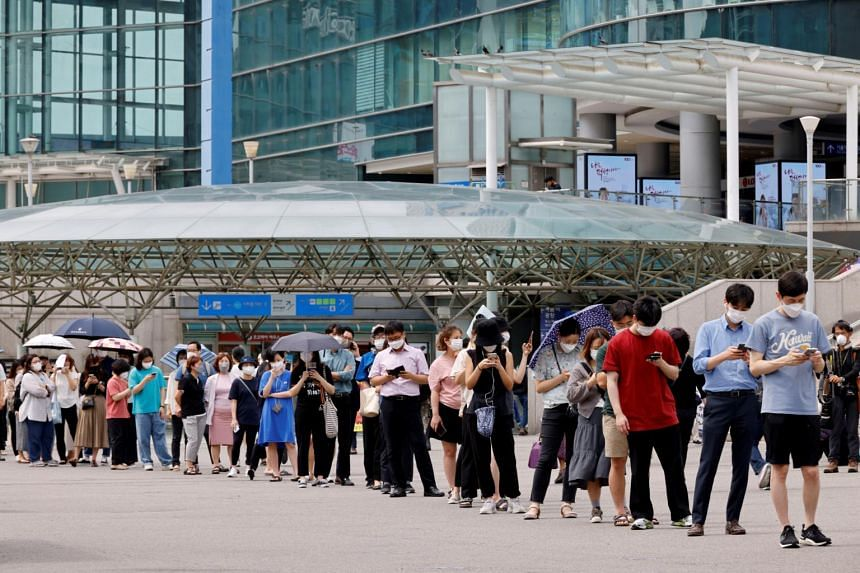 People queueing to get tested for the coronavirus in Seoul. South Korea's daily number of new Covid-19 cases was 1,556 on Aug 15, 2021.
