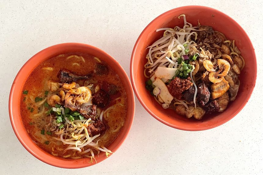 Curry noodle (left) and dry noodle from Apoze.