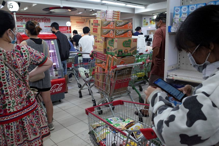 People line up in a supermarket to pay for groceries in Ho Chi Minh City on Aug 21, 2021.
