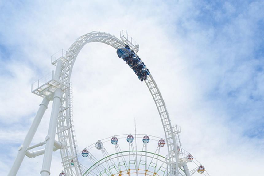 Four passengers of the roller coaster at the Fuji-Q Highland Park reported neck and backbone fractures.