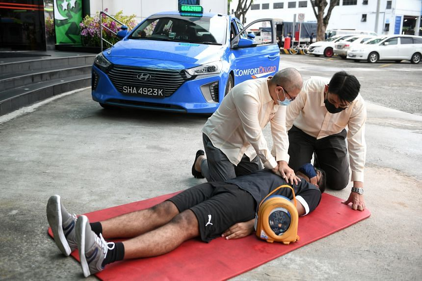Cabbies Kirsty Foo (left) and Irmansah Azir assisting a mock casualty at the ComfortDelGro office on Aug 26, 2021.