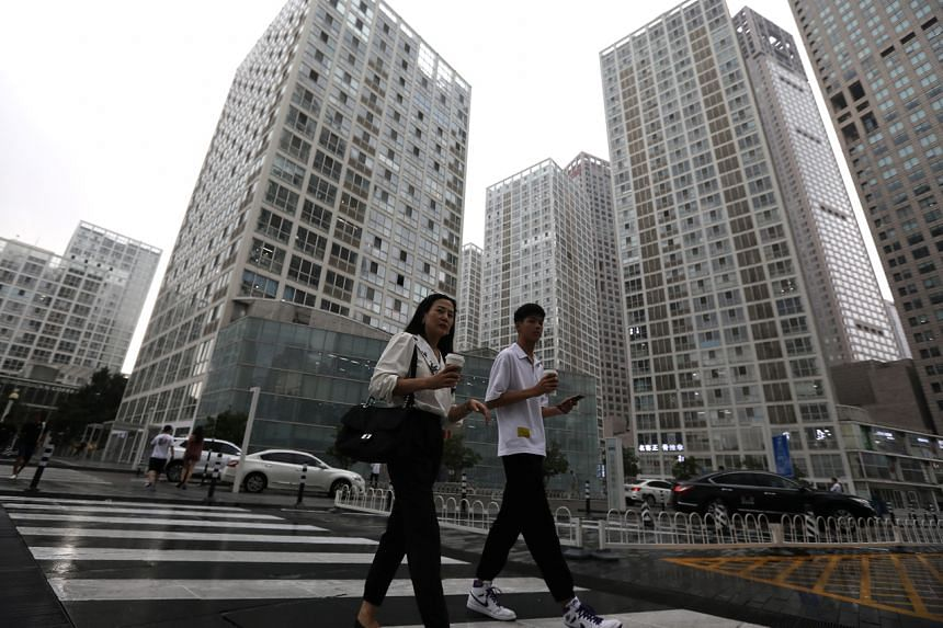 China's human resources ministry and the courts aim to develop guidelines to resolve future labour disputes.