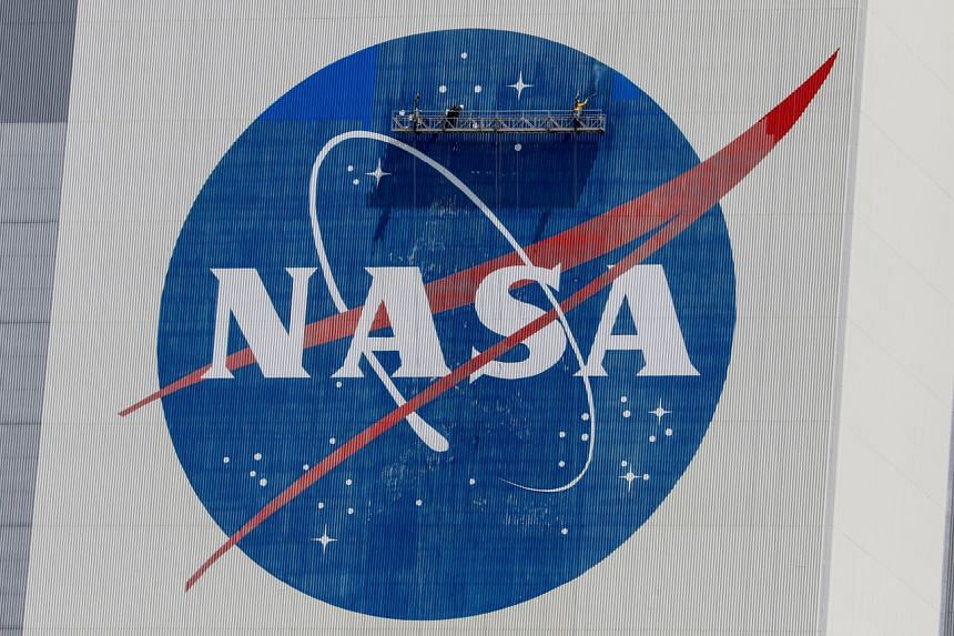Nasa will delay the launch of its next earth-surveillance satellite by a week.