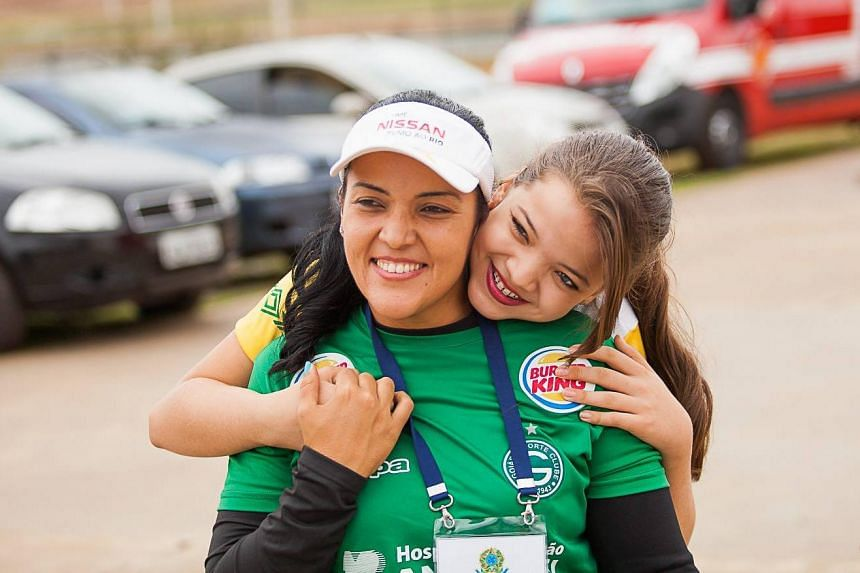 Table tennis player Lethicia Rodrigues Lacerda was happy to receive Paralympic tips from her mother, archer Jane Karla Gogel (left).