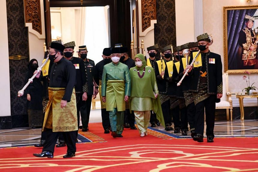 Each minister read out his oaths of office, loyalty and secrecy at Istana Negara.