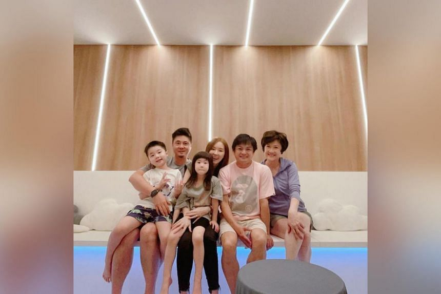 Yvonne Lim (middle) with (from left) Alex Junior, Alex Tien, Alexa, Dennis Chew and Hong Huifang.