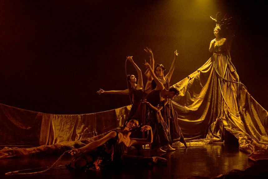 The Susurration Of The Tree by Singapore Chinese Dance Theatre.