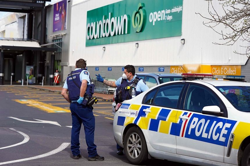 Police keep watch outside the Countdown supermarket at Lynn Mall in Auckland on Sept 4, 2021.