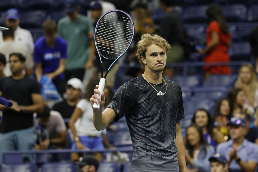 Alexander Zverev waves to the crowd after Jack Sock was forced to retire due to injury on Sept 4, 2021.