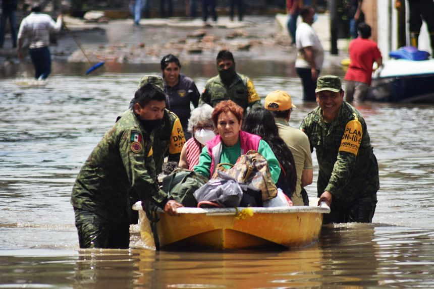Members of the Mexican Army evacuate patients of the IMSS Hospital in Tula de Allende, Mexico, on Sept 7, 2021.