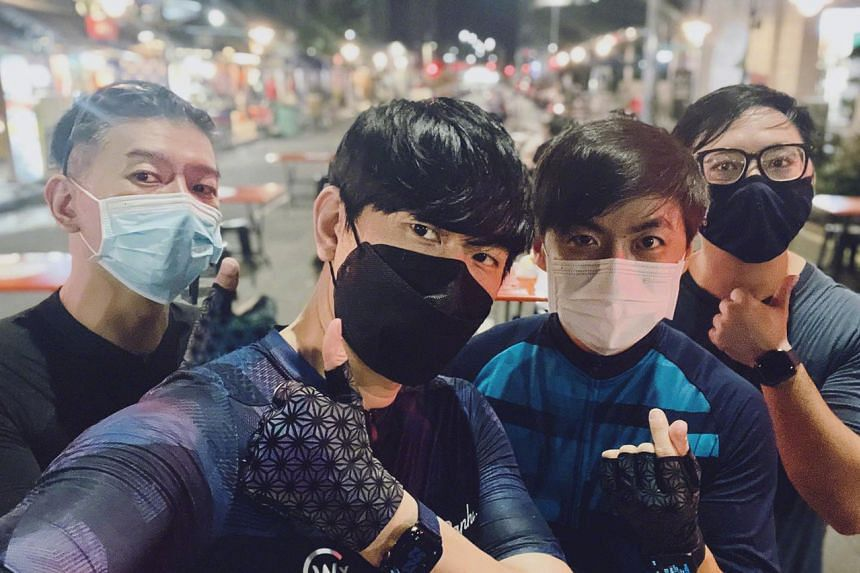 JJ Lin posted a picture of himself with his friends in Singapore on Sept 10, 2021, to refute the claims he was in Fujian province then.