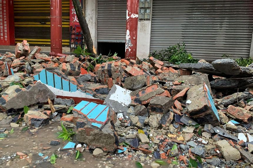 A damaged wall is seen after a 5.4 earthquake that killed two and injured a dozen in Luzhou on Sept 16, 2021.