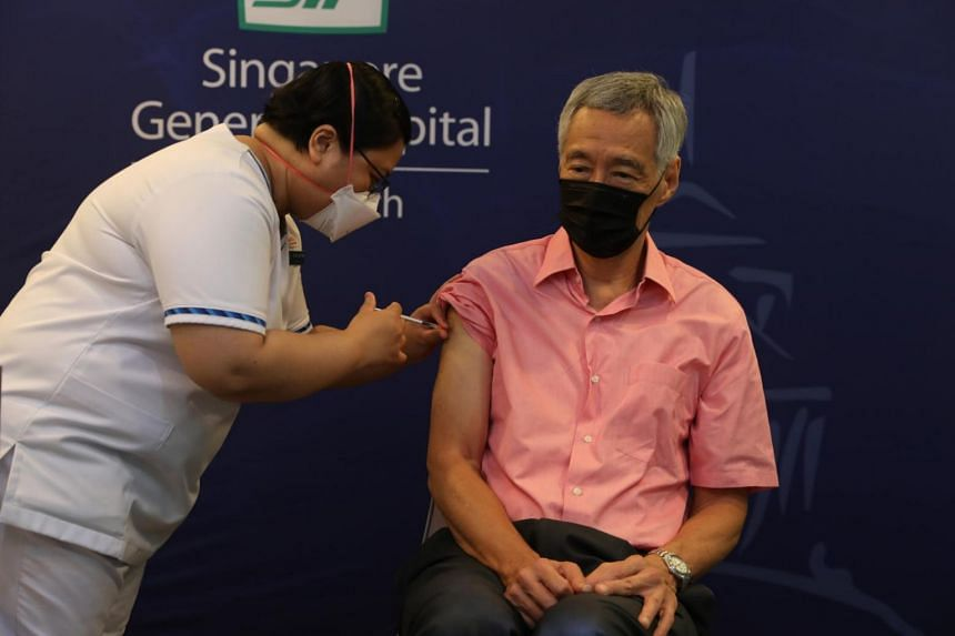 Prime Minister Lee Hsien Loong receiving his Covid-19 booster jab at the Singapore General Hospital on Sept 17, 2021.